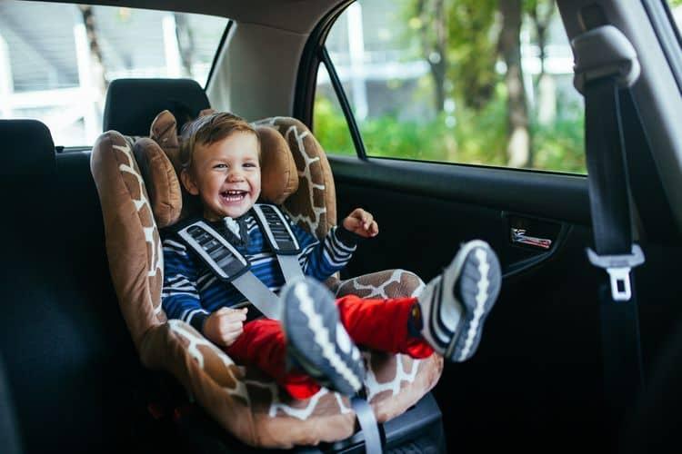 Autosedačka na zadné sedadlo