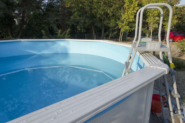 Nadzemný bazén so schodíkmi