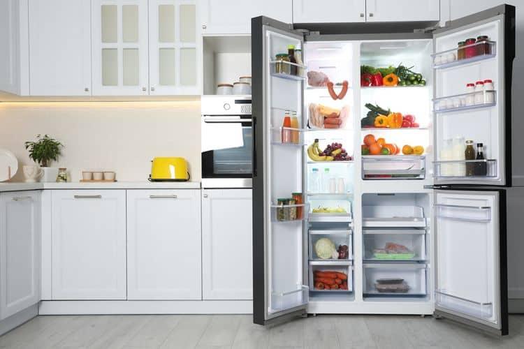 Otvorená trojdverová americká chladnička