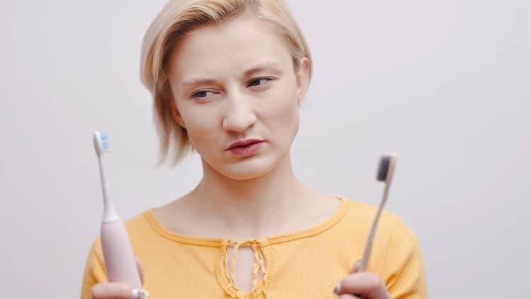 Je elektrická zubná kefka lepšia ako klasická?