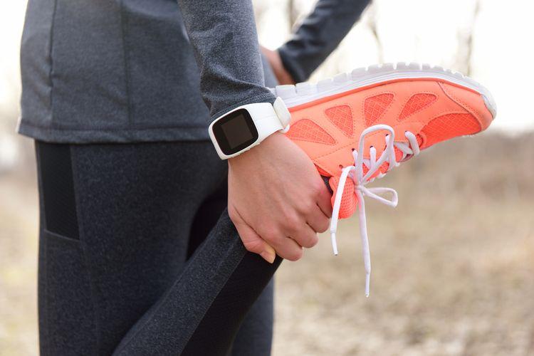 Biele športové hodinky na behanie