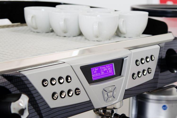 Automatický kávovar – nahrievanie šálok