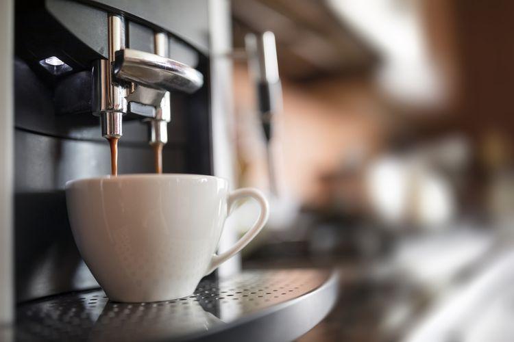 Čerstvá káva z automatického kávovaru