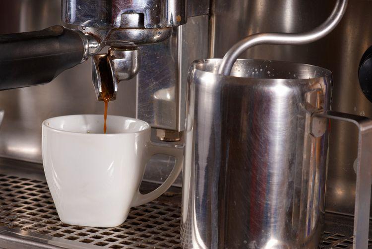 Pákový kávovar s parní tryskou