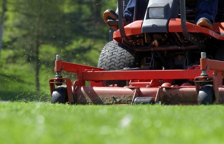 Záhradný traktor – traktorová kosačka