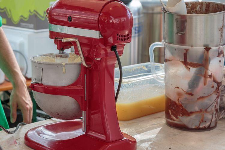 Vysoký kuchynský robot z plastu