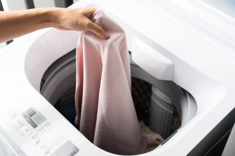 Programová výbava a funkcie zhora plnenej práčky