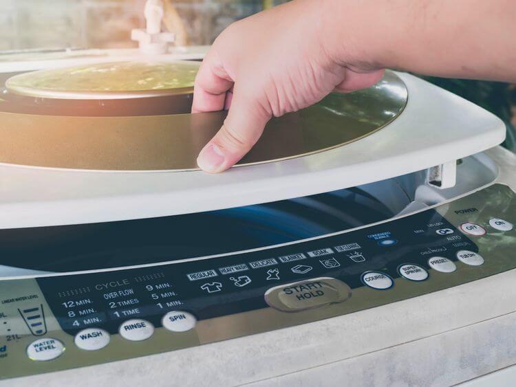 Parametre výberu zhora plnenej práčky