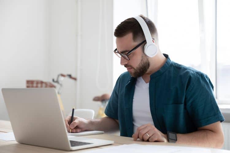 Ako vybrať Bluetooth slúchadla cez hlavu