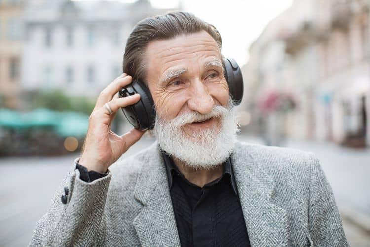 Bezdrôtové slúchadlá cez hlavu – prítlak náušníkov