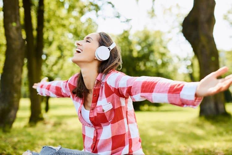 Circumaurálne Bluetooth slúchadlá do uší