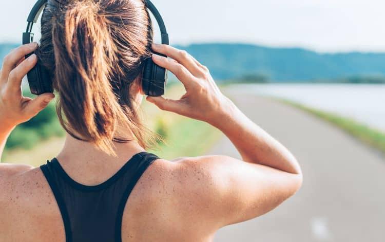 Bezdrôtové slúchadlá na behanie cez uši