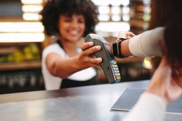 Platba smart hodinkami – NFC čítačka
