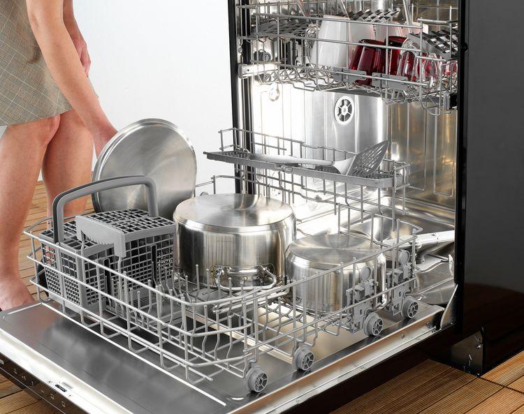 Otvorená voľne stojaca umývačka riadu
