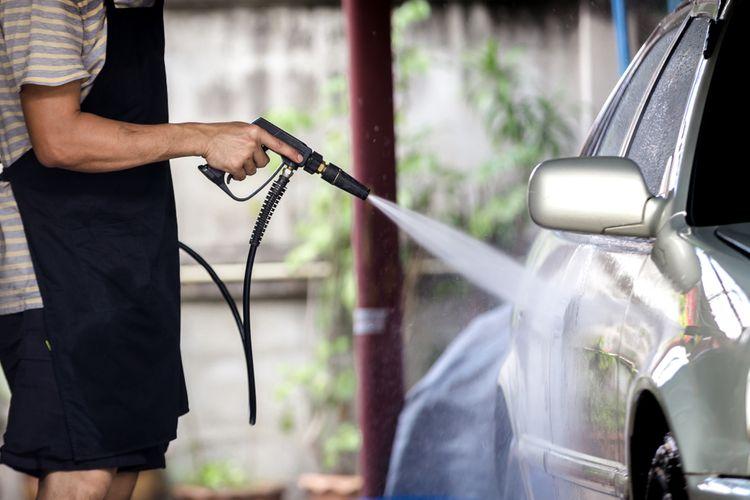 Čistenie auta pomocou vysokotlakového čističa