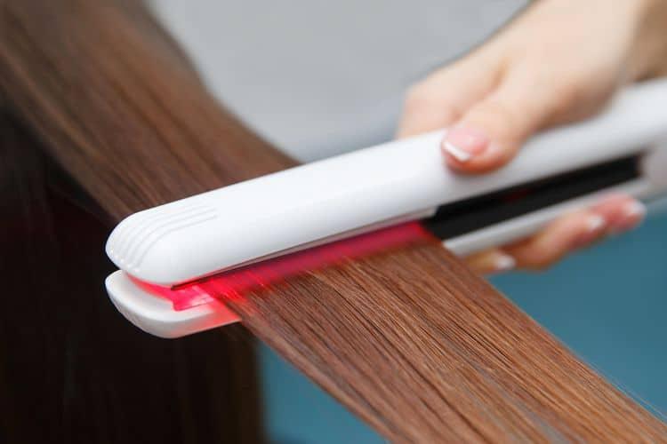 Infračervená žehlička na vlasy