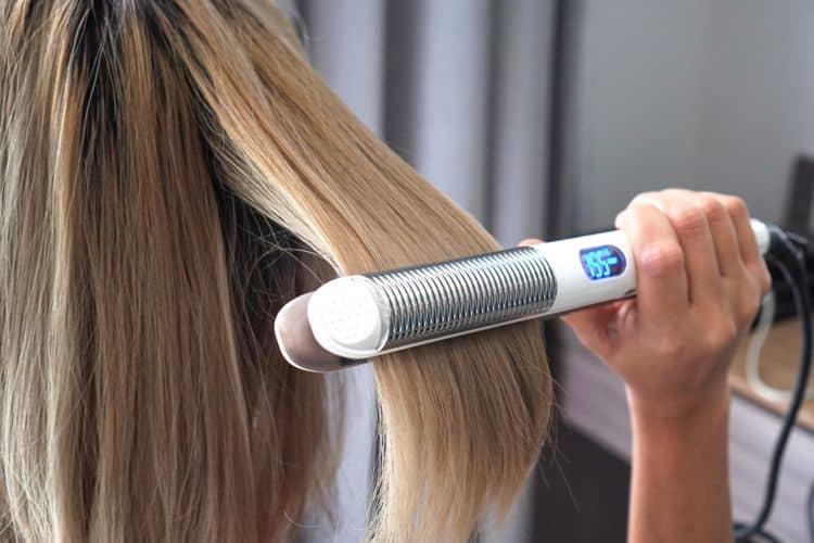 Žehlička na vlasy s displejom a reguláciou teploty