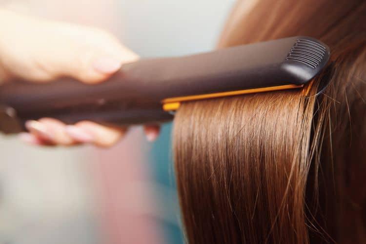 Žehlička na vlasy s turmalínovými doštičkami
